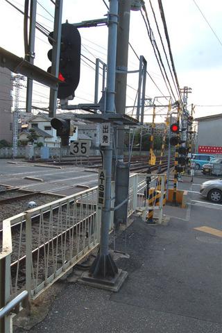04道路に立つ信号機.JPG