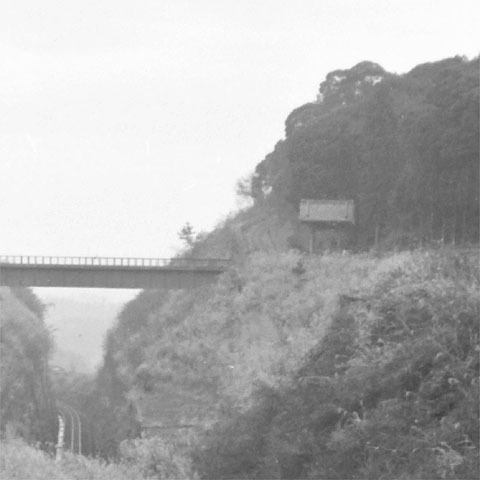 05-b陸橋と山門.jpg