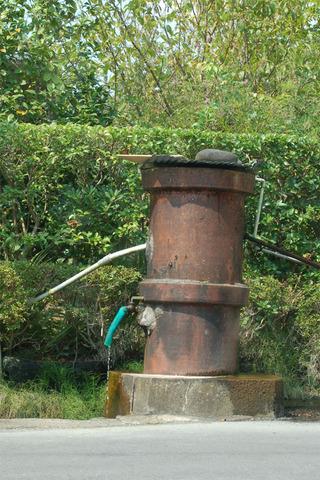 18街中の井戸.JPG